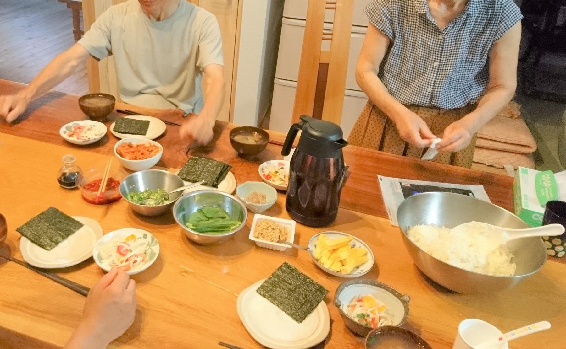 手巻き寿司・夏☆ ごはん盛りすぎて巻けないことってありますよね(笑)