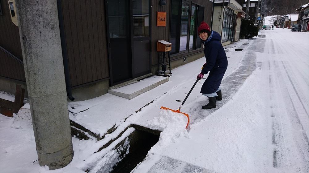 2019年2月 裕美氏、久しぶりの雪かき。