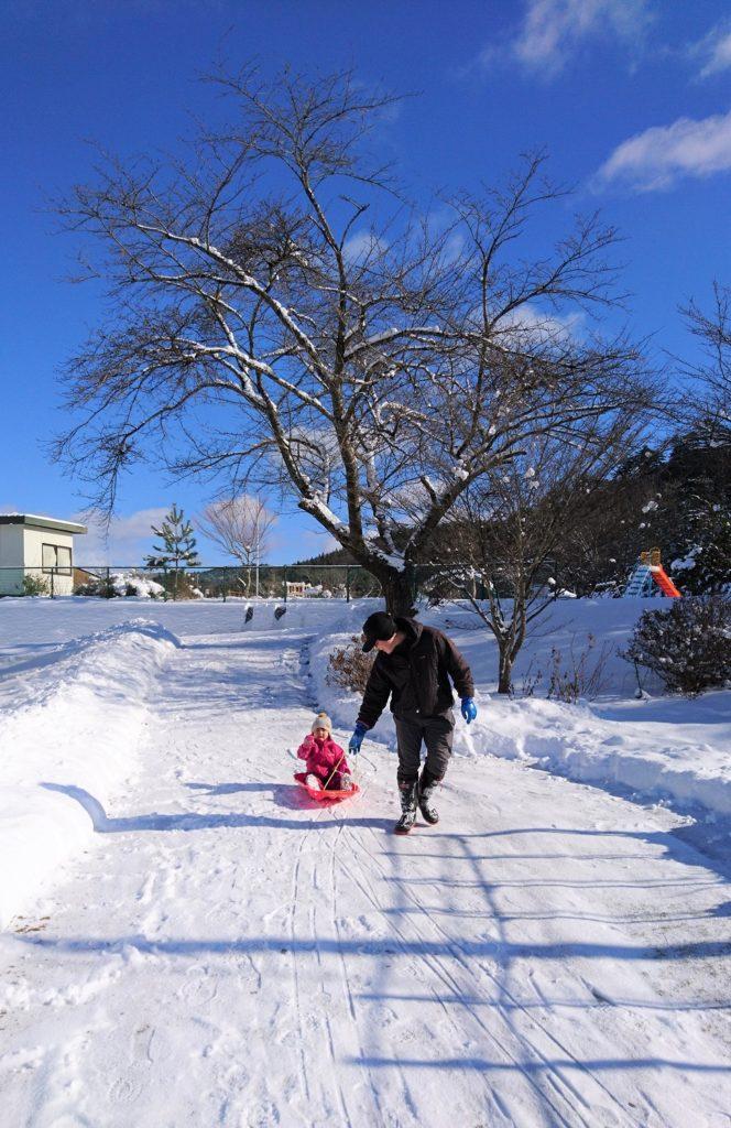 こうなると、スキーで登校するとか、結構リアルに考えられる。